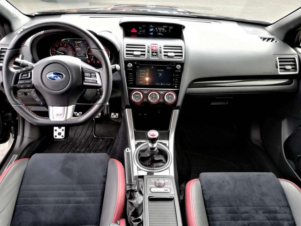 Subaru Impreza WRX STI Salonas