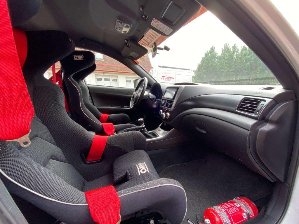 Subaru Impreza STI salonas